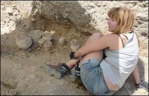Excavando la tumba 253 en Las Ruedas.
