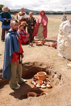 Grabación del vídeo en la necrópolis de Las Ruedas.