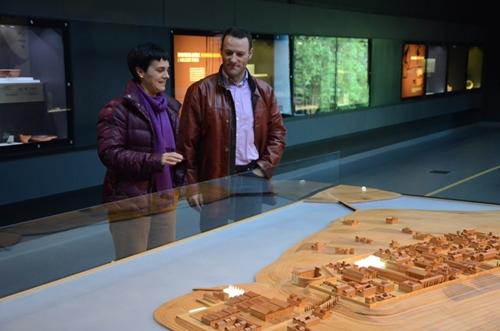 Merche Urteaga y Luis Sanz en el Museo Romano de Oiasso.