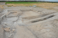Perspectiva general de la excavación de los fosos al final de la campaña