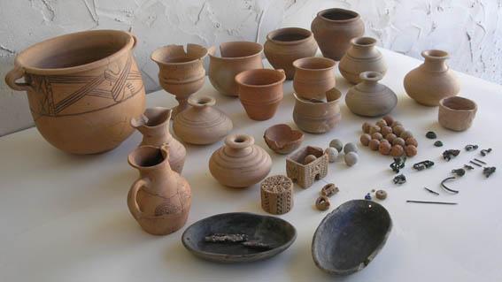 Materiales de la tumba infantil 127b en torno a cuyo depósito se ha excavado durante la presente campaña.