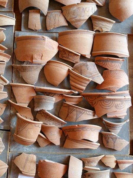 Fragmentos de cerámica anaranjada hallados en la campaña de este año
