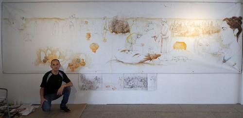 Luis Pascual posa ante su mural (fotografía de Marco Temprano)
