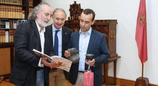 Carlos Sanz (director del CEVFW), Antonio Largo (rector de la UVa) y Miguel Sanz (director general del Consejo Regulador de la D.O. Ribera del Duero)