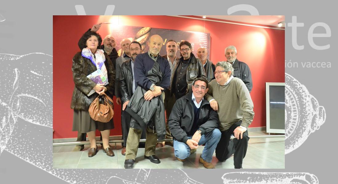 Algunos de los autores y responsables de VacceArte en la inauguración de la exposición en el Museo de la Universidad de Valladolid