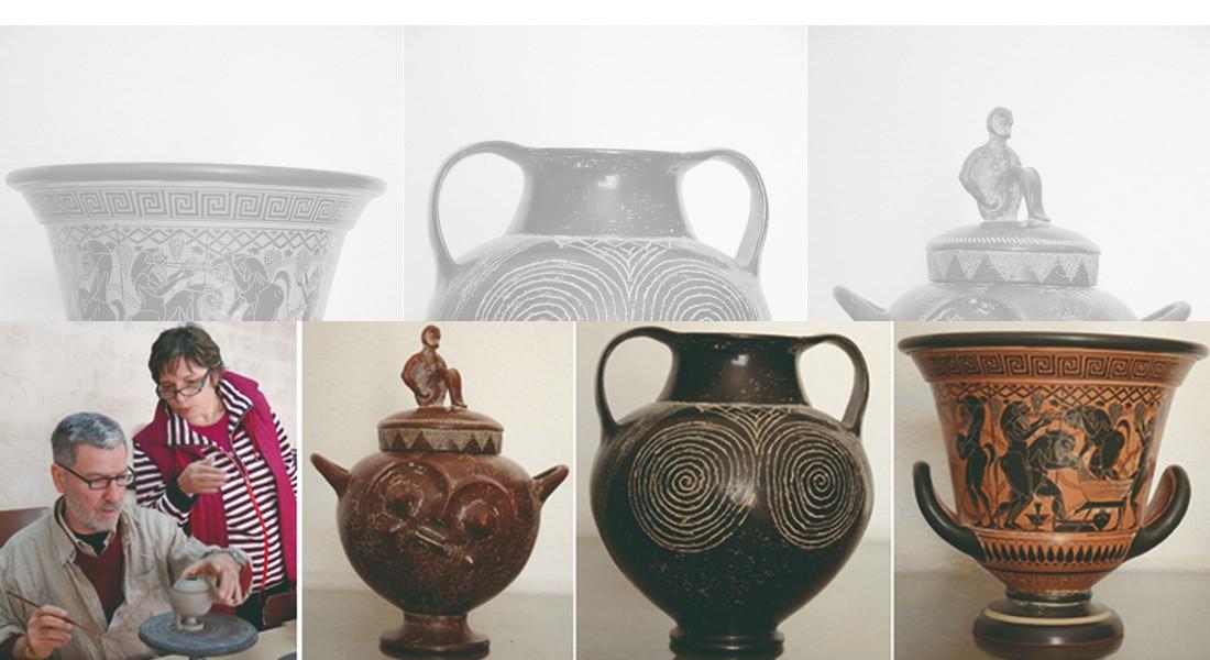 El matrimonio Callandrini-Rolli durante el curso impartido en Padilla de Duero y algunas de las cerámicas donadas: villanoviana, <i>bucchero</i> etrusco y crátera griega