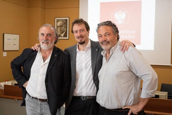 José Carlos Coria con los dos directores de su tesis