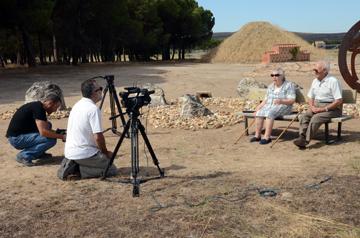 Las entrevistas se grabaron en diferentes ubicaciones. Aquí, en la necrópolis de Las Ruedas.