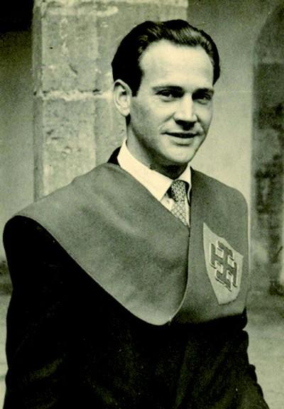 Wattenberg, in graduate garb, in the Santa Cruz Palace (Valladolid)